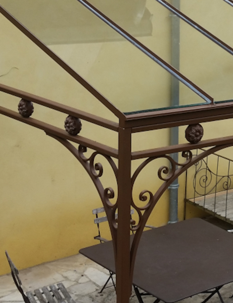 Wrought iron pergola (Monts d'Or)